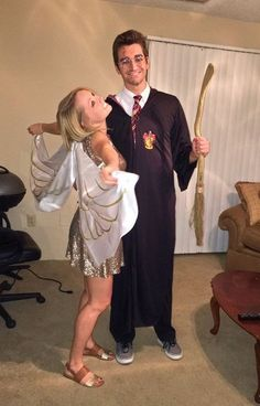 Stylish Couples Costumes for Halloween 2017 Harry Potter and the Golden Snitch Cute Couples Halloween Costumes. Stylish Couple Costumes for Halloween. Halloween Outfits, Disney Halloween, Cute Couple Halloween Costumes, Halloween Look, Cute Halloween Costumes, Halloween 2017, Halloween Cosplay, Halloween Ideas, Cute Couples Costumes