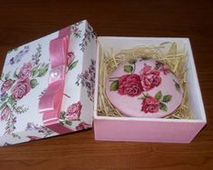 Painting On Wood, Tableware, Inspiration, Decorated Boxes, Craftsman Deck Boxes, Handmade Soaps, Decorative Soaps, Wood Boxes, Trays