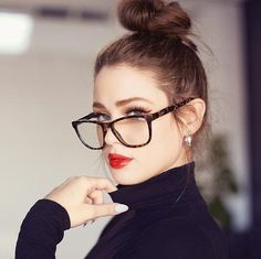 The HARDWIRE blue light prescription glasses allow you to protect your eyes in style. Cheap Eyeglasses, Online Eyeglasses, Eyeglasses For Women, Circle Glasses Frames, Womens Glasses Frames, Glasses Trends, Hipster Glasses, Fashion Eye Glasses, Glasses Outfit
