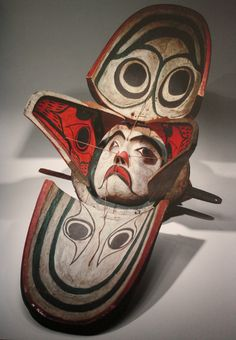 masque à transformation (chabot, corbeau, visage humain), société Kwakwaka'wakw bois, pigment, corde, métal 60x64x53 cm collecté en 1901  American Museum of Natural History, New-York