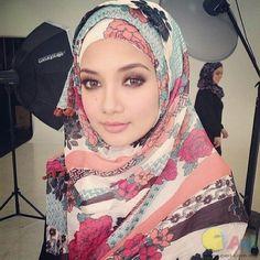 Neelofa smokey eyes-brown Beautiful Hijab Girl, Beauty Make Up, Head Wraps, Hijab Fashion, Natural Beauty, Makeup Looks, Celebs, Womens Fashion, How To Make