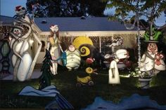 This house has been decorating for several years with the Nightmare Before Christmas Scheme. The Holiday display is hand painted with great detail and lit from 6:00PM to 10:00 PM nightly. (lightsofthevalley.com)