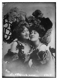 Mrs. R.H. Davis & sister Between 1910 and 1915