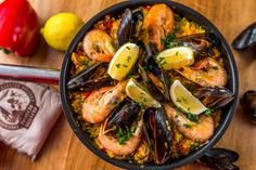 Kagylós paella Paella Recipe, Healthy Recipes, Healthy Foods, Food Porn, Ethnic Recipes, Eat, Cilantro, Red Peppers, Health Foods