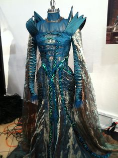 Ravenna-Blue-Costume-Snow-White-and-the-Huntsman.jpg