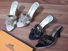 Hermes sandal gliter import hongkong   type 0045-16-072 black 36 37 40 gold 36 39 40 heels 7 cm  harga Rp. 275.000  pemesanan harap cantumkan ukuran, warna dan gambar   Real pic ya ^____^ untuk lebih jelas ada video-nya di instagram @artati_shine  peminat serius hub  whatsapp/Line 087825743622 instagram @artatishine  #sandalwanita #sandalimport  #sandal #gliter #import