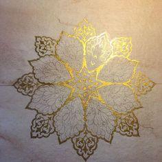 Altın ile çalışmanın bu kadar büyük bir aşk olacağını bilmiyordum.. #tezhip #gelenekselsanatlar #islamicart #islamicdesign #islamsanatı #islamicdesign #munhani #deseni #tasarımı #siramercan #klasiksanatlar #rumi #sanat #altın #aşk #mandala #mandalas #art #design #tezhib #tazhib #morocco #turkish #ottomanart #tezhibsanatı