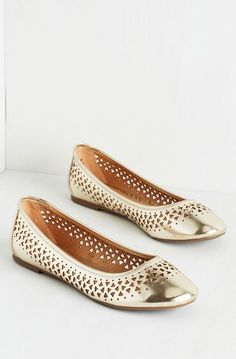 Ditty Committee Flat in Gold ♡