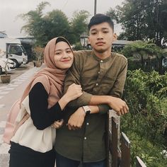 Cute Muslim Couples, Cute Couples Photos, Cute Couple Pictures, Hijab Style Dress, Casual Hijab Outfit, Ulzzang Couple, Ulzzang Girl, Niqab, Hijab Style Tutorial