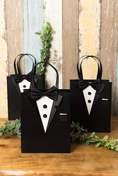 Crisky Classic Black Tuxedo Gift Bags for Groomsman Father's Birthday Anniversary Wedding Favor Bags set of 6 Diy Crafts For Gifts, Fathers Day Crafts, Paper Crafts, Creative Gift Wrapping, Creative Gifts, Gift Wrapping Techniques, Wine Gift Baskets, Basket Gift, Wedding Day Cards
