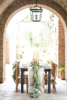 Tuscan romance wedding inspiration | photo by Amalie Orrange Photography | 100 Layer Cake