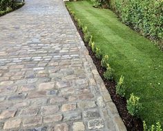 British Yorkstone Paving Suppliers, Yorkstone for building - Stone UK Cobbled Driveway, Driveway Paving, Driveway Design, Driveway Landscaping, Stone Garden Paths, Brick Garden, Front Gardens, Outdoor Gardens, Cobblestone Driveway