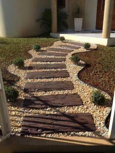 60 Idées impressionnantes de conception et de rénovation de chemin de jardin et de passerelle - садова . - 60 idées impressionnantes de conception et de rénovation d& de chemin de jardin et de - Small Backyard Landscaping, Landscaping Tips, Backyard Pavers, Railroad Ties Landscaping, Gravel Patio, Backyard Ideas, Gravel Pathway, Natural Landscaping, Florida Landscaping