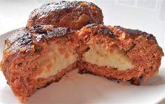 Deze Italiaanse gehaktballen zijn werkelijk onovertroffen, heerlijk met gesmolten mozzarella van binnen! Bekijk hier hoe je de beste gehaktballen ooit maakt Dutch Recipes, Italian Recipes, Low Carb Recipes, Sweet Recipes, Real Food Recipes, Cooking Recipes, Yummy Food, Love Eat, Love Food