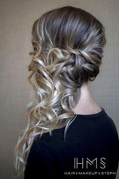 Peinados de lado semirecogidos, con ondas, bucles y trenzas – De Peinados