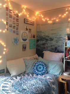 Necklace This is one of the cutest dorm room ideas for girls! - Cute dorm room ideas that you need to copy! These cool dorm room ideas are perfect for decorating your college dorm room. You will have the best dorm room on campus! Cool Dorm Rooms, Cool Teen Rooms, Dorm Room Colors, Uni Room, My New Room, House Rooms, Bedroom Decor For Teen Girls Dream Rooms, Bedroom Ideas For Small Rooms For Girls, Diy Room Decor For College