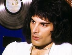 Mary Austin Freddie Mercury, Queen Freddie Mercury, Queen Photos, Queen Pictures, John Deacon, Mr Fahrenheit, Freddie Mecury, Brian Rogers, Queen Meme