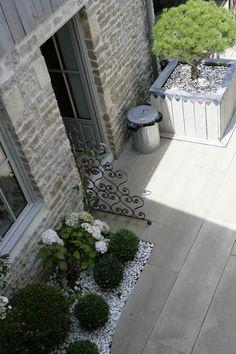 Ideas For Stone Patio Garden Living Spaces Back Gardens, Small Gardens, Outdoor Gardens, Garden Deco, Balcony Garden, Low Maintenance Garden, Garden Living, Dream Garden, Backyard Landscaping