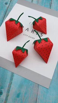 gift to make Strawberry Gift Box DIY - Paper Gift Box - Easy Paper Box Shaped Strawberries Paper Flowers Craft, Paper Crafts Origami, Paper Crafts For Kids, Diy Paper, Paper Art, Origami Flowers, Diy Gifts Out Of Paper, Diy Projects Paper, Craft With Paper
