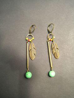 Boucles d'oreille ethniques bronze et plume et perles : Boucles d'oreille par l-atelier-de-modoux