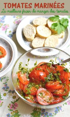 Here's an irresistibly delicious and easy marinated tomato recipe, the best I know! We enjoy each time, with slices of toasted bread dipped in marinade-vinaigrette. This recipe is for me the best way to eat tomatoes! Easy Smoothie Recipes, Good Healthy Recipes, Salad Recipes, Healthy Snacks, Vegetarian Recipes, Snack Recipes, Pickled Tomatoes, Vegetable Soup Healthy, Entrees
