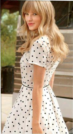 Taylor Swift style: polkadot dress with belt
