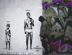 Igor Dobrowolski hinterlässt ein Stück Sozialkritik an der Berliner Mauer  In Zeiten, in denender Mensch sein wertvollstes Gut nicht erkennt und stattdessen ständig neuen Technologien und Hypes hinterherrennt, wird auch ...