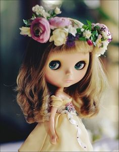 blythe doll, gorgeous springtime bridal type outfit.
