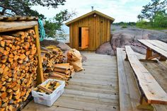 5 surprising Finnish sauna traditions: 1 sauna per household, sauna is a socializing event after dinner, beating with birch branches to improve circulation, food and drinks consumption, wheeled saunas are built. Outdoor Sauna, Finnish Sauna, Birch Branches, Firewood, Spa, Backyard, Cabin, Adventure, Traditional