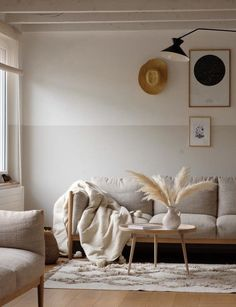 Trend wall color: is beige the new white? - Trend wall color: is beige the new . Trend wall color: is beige the new white? – Trend wall color: is beige the new white? Living Room Designs, Living Room Decor, Living Spaces, World Of Interiors, Online Home Decor Stores, Home And Living, Room Inspiration, Beige Walls, Beige Sofa