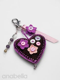 Anabelia craft design: cute keychain you can knit a heart or use fleece or felt and stuff and blanket stitch Crochet Keychain, Cute Keychain, Crochet Earrings, Keychain Ideas, Crochet Amigurumi, Crochet Toys, Knit Crochet, Christmas Gifts For Husband, Felt Hearts