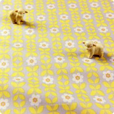 Flowers - yellow & grey small retro angular floral cotton fabric FQ1512-08