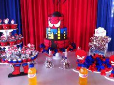 Linda mesa decorada para festa do Homem Aranha. Veja mais aqui: http://mamaepratica.com.br/2015/10/02/festa-do-homem-aranha-e-vingadores  #festa #HomemAranha #meninos #super-heróis
