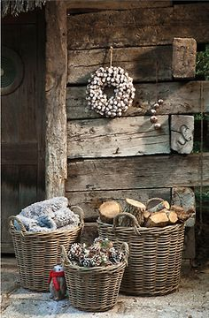 Gardening Autumn - Shed Plans - CASA TRÈS CHIC - Now You Can Build ANY Shed In A Weekend Even If Youve Zero Woodworking Experience! - With the arrival of rains and falling temperatures autumn is a perfect opportunity to make new plantations Country Christmas, White Christmas, Natural Christmas, Outdoor Christmas, Cabin Christmas, Christmas Baskets, Vintage Christmas, Rustic Charm, Rustic Decor
