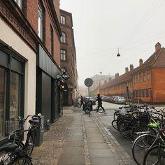 #자전거의나라 #덴마크 어딜가나 흔히 볼수있는 #자전거 #자전거도로  익숙하지 않은 자전거 도로구조가 어려움.