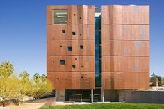 For the Meinel Optical Sciences building, local firm Richärd+Bauer created a reddened copper-alloy rain screen, which blends seamlessly with the campus's brick façades and protects the structure from the desert sun. Inspired by a darkroom, the northern end features penetrating light shafts, while the southern side has no windows at all.