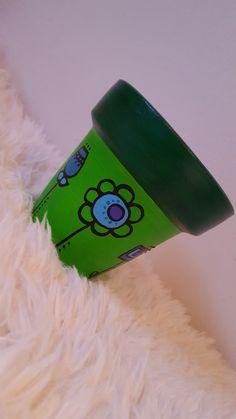 Maceta pintada a mano en tonos verdes