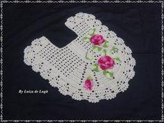 Jogo de banheiro fácil e bonito - tapete do vaso - Parte 1 de 4 - YouTube Crochet Crafts, Crochet Doilies, Crochet Designs, Crochet Patterns, Crochet Baby, Knit Crochet, Chicken Scratch, Crochet For Beginners, Bathroom Sets