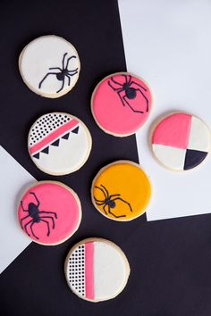 Bright and colorful Halloween cookies Happy Halloween, Pink Halloween, Halloween Spider, Holidays Halloween, Halloween Kids, Halloween Crafts, Halloween Decorations, Modern Halloween Decor, Halloween 2019