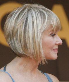 peinado bob en ángulo para las mujeres mayores de 50 años