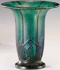 GABRIEL ARGY-ROUSSEAU (1885-1953)  Vase cornet à col évasé et talon circulaire plat en pâte de verre teintée verte nuancée bleue à décor en léger relief de motifs géométriques et de profils à l'antique. Signé «G.Argy Rousseau». Modèle de 1925. H: 14,5 cm Cone shaped vase on a circular foot. Signed «G.Argy-Rousseau». Circa 1925.