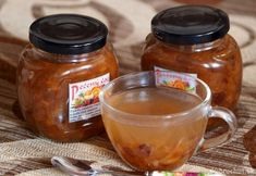 Fotorecept: Pečený čaj Salsa, Mason Jars, Mugs, Tableware, Food, Dinnerware, Tablewares, Eten, Canning Jars