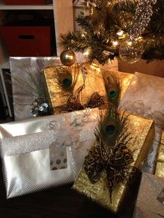 Love the peacock feather addition! Wow! Christmas presents wrapping ideas