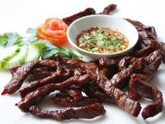 Fried Sun-Dried Beef with Dried Chilli Dipping Sauce from Lers Ros Thai Restaurant, San Francisco: Neua Tod and Jaew (เนื้อแดดเดียวทอดและแจ่ว) Jerky Recipes, Thai Recipes, Asian Recipes, Beef Recipes, Asian Beef Jerky Recipe, Healthy Recipes, Serious Eats, American Beef, Laos Food