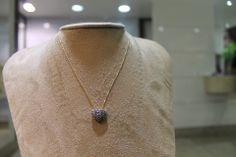 Diamond & IrawsCoração em ouro amarelo e safiraSob consulta