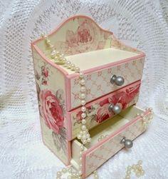 Decoupage Vintage, Decoupage Drawers, Decoupage Glass, Decoupage Box, Pretty Storage Boxes, Shabby Chic Boxes, Shabby Chic Accessories, Inspiration Artistique, Sky Design