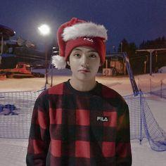 Wish u a very happy birthday 🎂. My taehyung. Hope your whole life will be in good. Enjoy your day. Bts Taehyung, Kim Namjoon, Jung Hoseok, Seokjin, Foto Bts, Bts Photo, Daegu, Bts Bangtan Boy, Bts Boys
