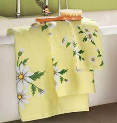 the daisy cottage . X ღɱɧღ Yellow Daisy Flower, Floral Flowers, Daisy Flowers, Yellow Cottage, Rose Cottage, Yellow Towels, Yellow Houses, Collections Etc, Yellow Bathrooms