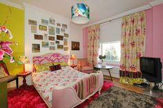 colourful bedroom #pink #flowers