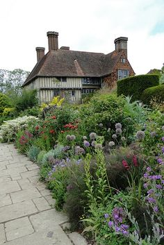 love this/ English cottage garden